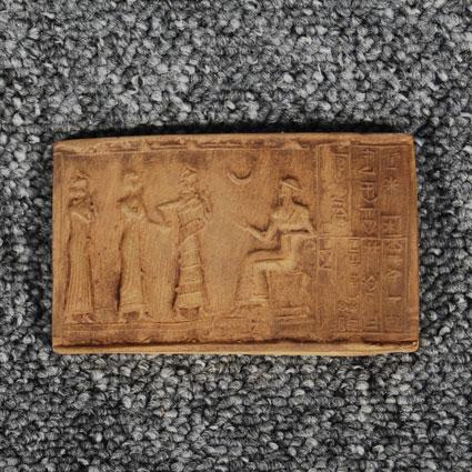 Imprenta de un sello sobre arcilla
